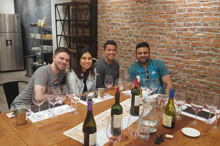 Cata de vinos premium en Barrio Italia (para 2 personas)