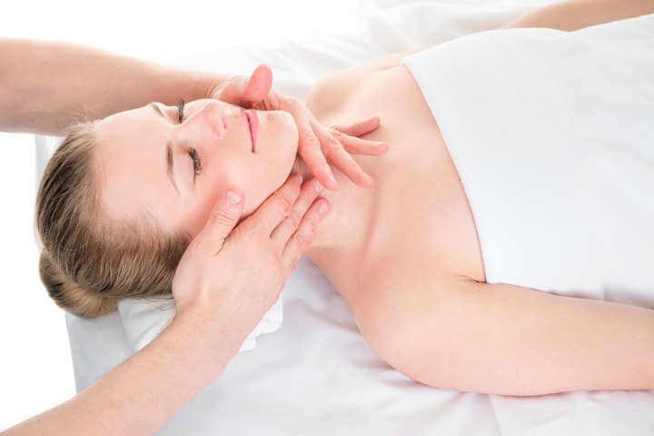 Sesión de masaje craneal y facial