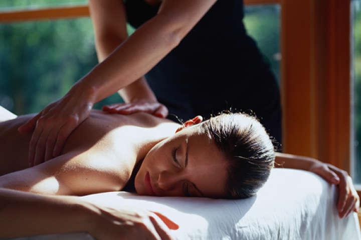 1 noche en Winery Boutique Hotel con masaje de relajación (para 2 personas)