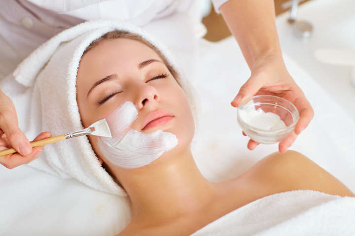 Sesión de tratamiento facial Royal Jelly en NOI Spa