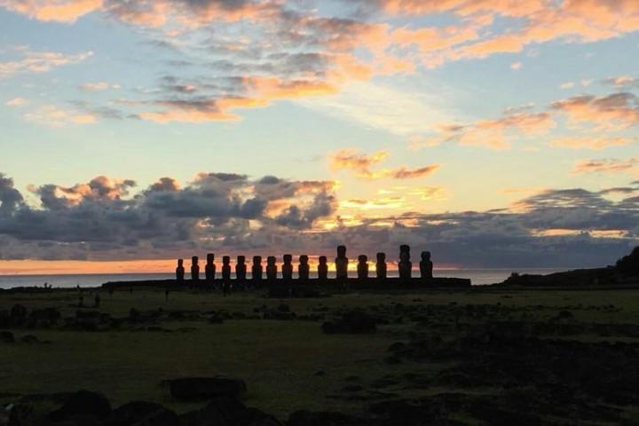 Amanecer en Ahu Tongariki (los 15 moais)