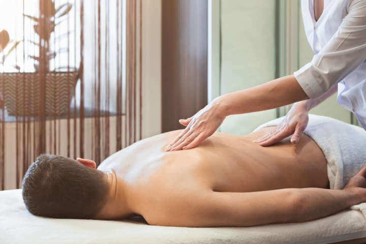 Sesión de masaje descontracturante