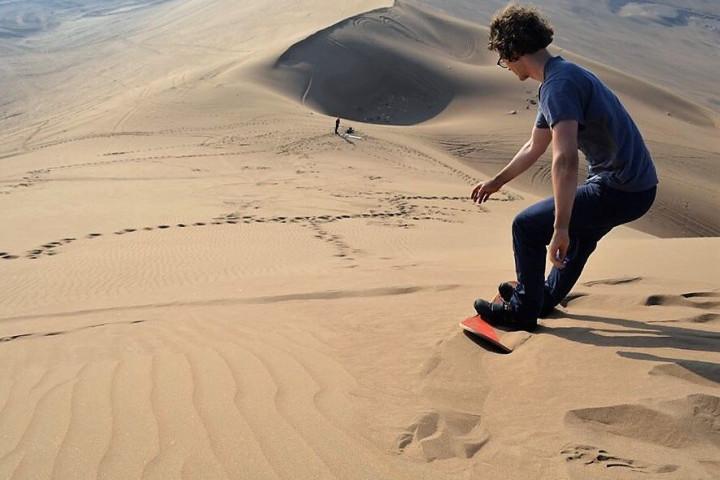 Sandboard en las dunas del cerro Dragón