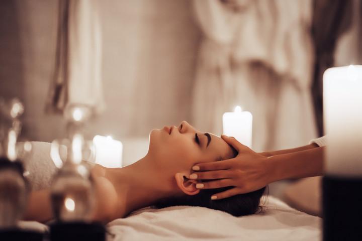 Masaje de relajación o descontracturante + facial / craneal