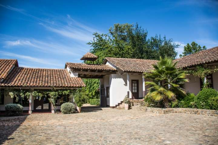 1 noche en Hacienda Histórica Marchigüe con tour por las viñas Castamora y Caven (para 2 personas)