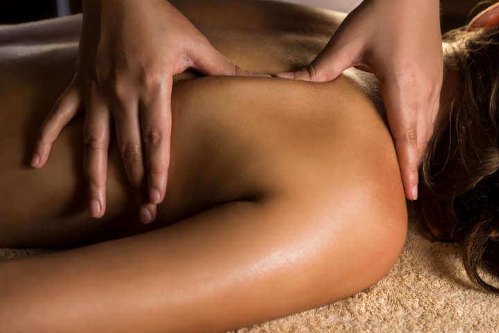 Sesión de masaje mixto (relajante y descontracturante)