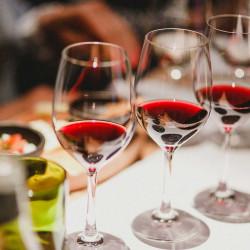 Tour de cata de vinos con cena en Vinolia