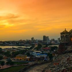 Navegación por la bahía de Cartagena al atardecer