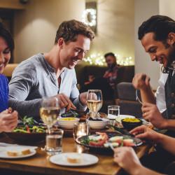 Visita a Sky Costanera, cena en un restaurante y fiesta en un club