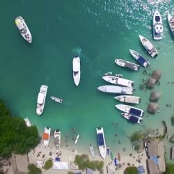Navegación en bote exclusivo por las islas del Rosario (10 personas)